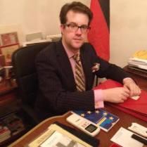 Am Schreibtisch seines Madrider Büros , 2014