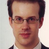 Portraitaufnahme und altes Passfoto, 2008